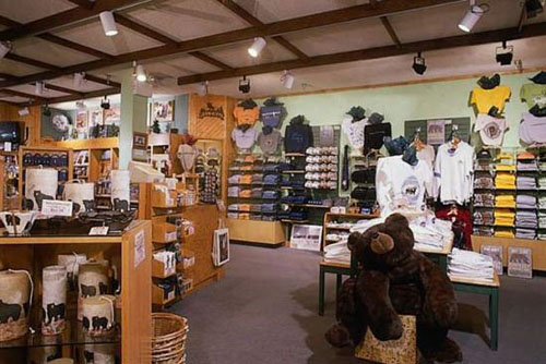 550_mammoth-hot-springs-hotel-gift-shop-27