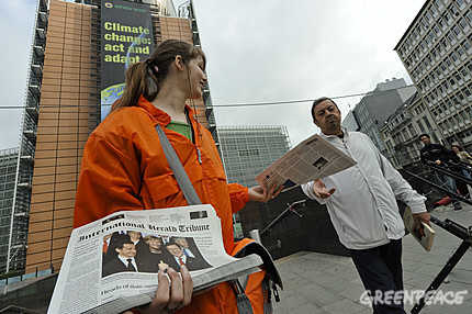 Greenpeace distributes 35,000 copies of spoof International Herald Tribune in Brussels.