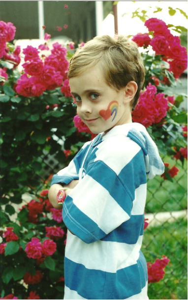 Collecting the images of gay people's childhood, the site, in a humorous way ...