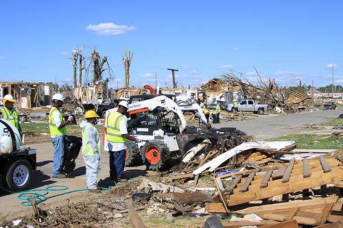 tornado debris in tuscaloosa alabama
